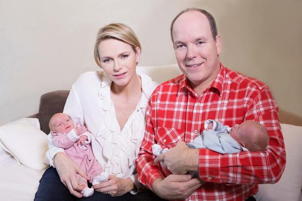 Князь АльберII и принцесса Шарлин с детьми фото