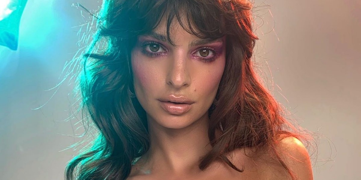 Бьюти-вдохновение: макияж и укладка Эмили Ратаковски в стиле 80-х