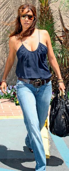 Хэлли Берри с сумкой Roberto Cavalli