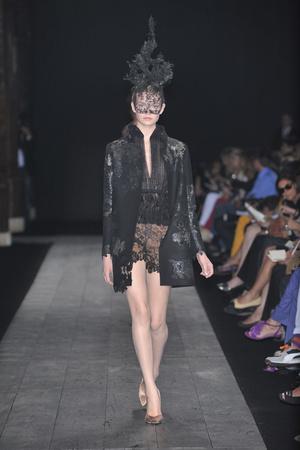 Показ Valentino коллекции сезона Осень-зима 2009-2010 года haute couture - www.elle.ru - Подиум - фото 88432