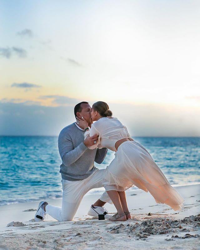 Дженнифер Лопес поделилась трогательными фото с помолвки (фото 4)
