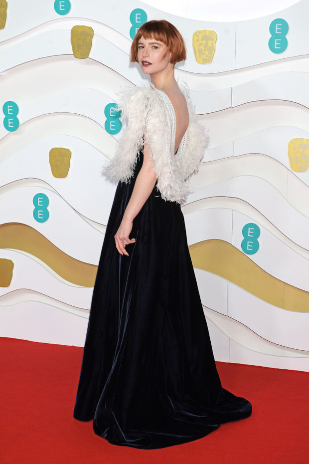 Как птица: Джесси Бакли в Miu Miu на премии BAFTA 2020 (фото 1)