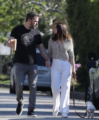 Но есть и хорошие новости: Ана де Армас и Бен Аффлек на прогулке (фото 1.1)