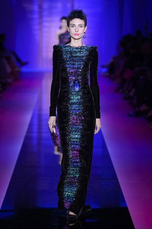 Показ Armani Privé  коллекции сезона Осень-зима 2015-2016 года Haute couture - www.elle.ru - Подиум - фото 597027