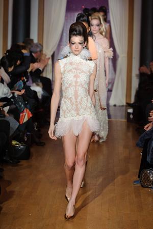 Показ Eric Tibusch коллекции сезона Весна-лето 2013 года Haute couture - www.elle.ru - Подиум - фото 478412
