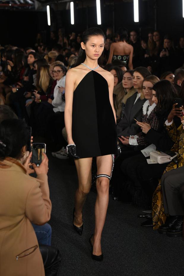 Черный – новый черный: показ David Koma на London Fashion Week (фото 16)