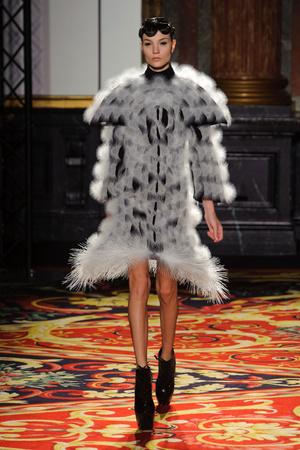 Показ  коллекции сезона Весна-лето 2013 года Haute couture - www.elle.ru - Подиум - фото 477479
