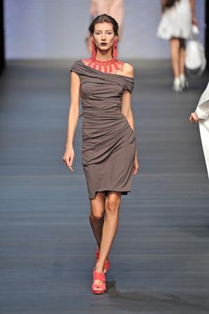 Показы мод Mariella Burani Весна-лето 2009 | Подиум на ELLE - Подиум - фото 3340