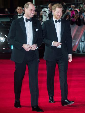 Принцы Уильям и Гарри на премьере новых «Звездных войн» (фото 4)