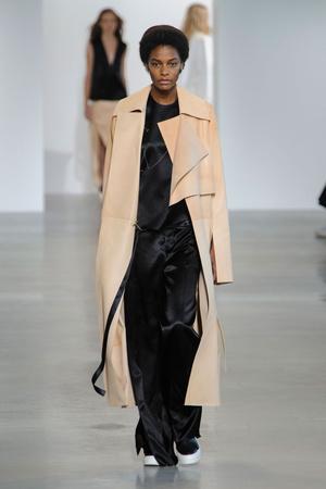 Показ Calvin Klein Collection коллекции сезона Весна-лето  2016 года prêt-à-porter - www.elle.ru - Подиум - фото 598708