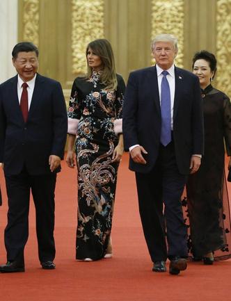 Само совершенство: Мелания Трамп в платье-кимоно Gucci (фото 3)