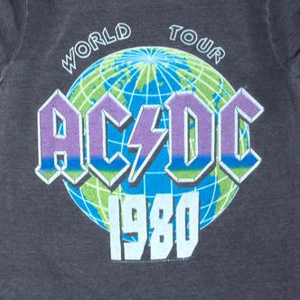 По стопам артистов: 10 культовых футболок из турне (фото 6.2)