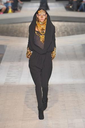 Показ Givenchy коллекции сезона Осень-зима 2009-2010 года Haute couture - www.elle.ru - Подиум - фото 87747