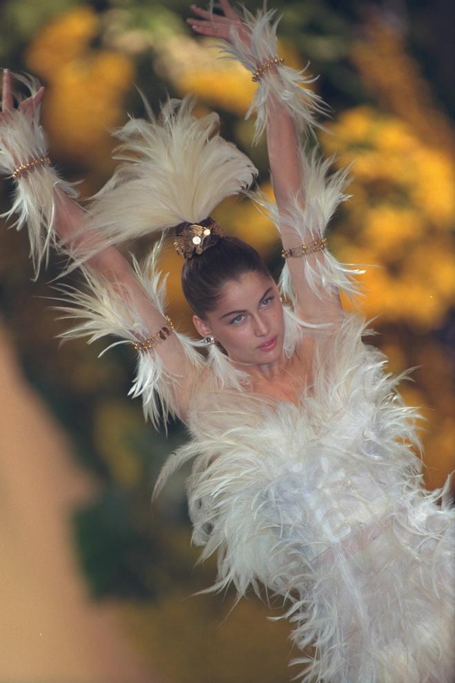 10 культовых свадебных платьев Ива Сен-Лорана (фото 12)