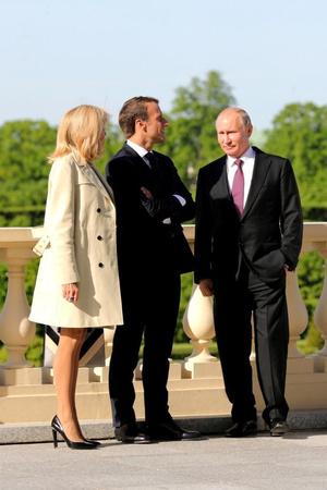 Эммануэль и Бриджит Макрон встретились с Владимиром Путиным (фото 3.1)