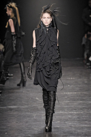 Показы мод Ann Demeulemeester Осень-зима 2011-2012 | Подиум на ELLE - Подиум - фото 2167