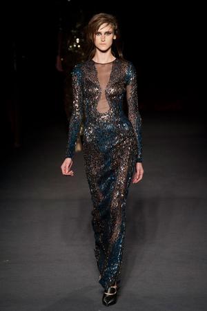 Показы мод Julien Macdonald Осень-зима 2013-2014 | Подиум на ELLE - Подиум - фото 783