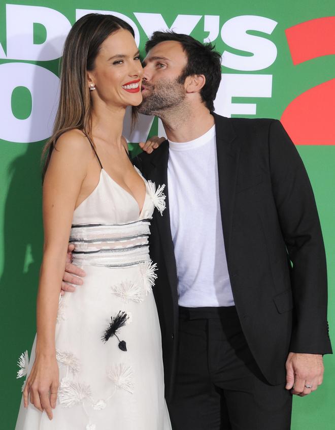 Алессандра Амбросио рассталась с женихом после 10 лет отношений (фото 1)
