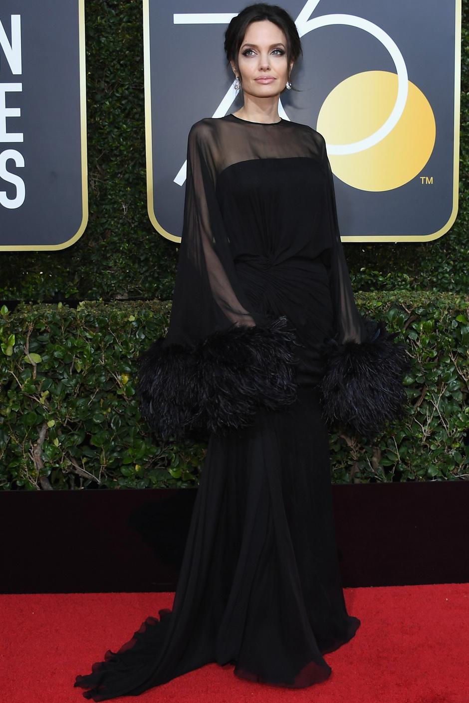 Дива дивная: Анджелина Джоли на «Золотом глобусе — 2018» (фото 1)
