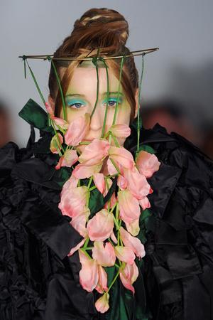 Показ Maurizio Galante коллекции сезона Весна-лето 2012 года Haute couture - www.elle.ru - Подиум - фото 331212