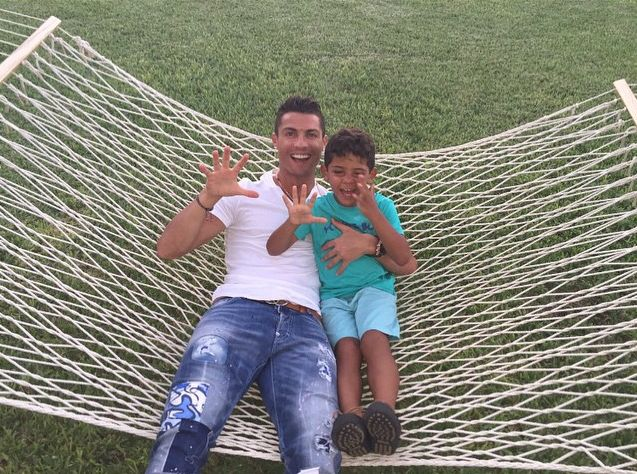 Криштиану Роналду с сыном
