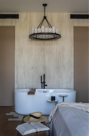 Квартира 76 м² с ванной в спальне и прозрачным камином (фото 11.1)