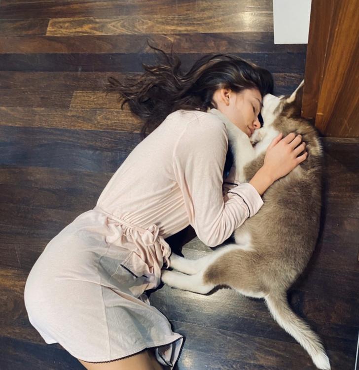 Лео, прости, но ее сердце отдано другому: невеста Ди Каприо взяла щенка из приюта (фото 1)