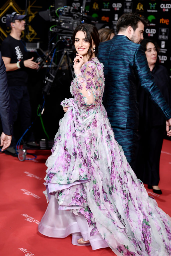 Урок флористики: Пенелопа Крус в самом цветочном платье, которое только можно себе представить (фото 3)