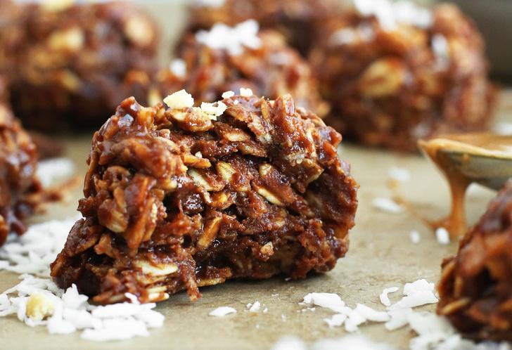 Кокосовое печенье с овсяными хлопьями и шоколадом