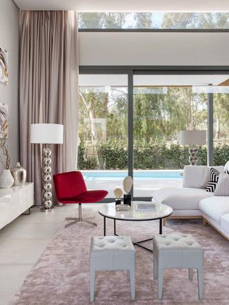 Дом с панорамными окнами в Испании 240 м² (фото 1)