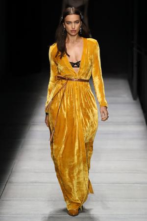 Ирина Шейк стала звездой показа Bottega Veneta (фото 1)