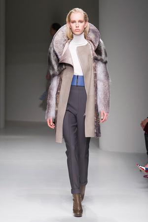 Показы мод Salvatore Ferragamo Осень-зима 2017-2018 | Подиум на ELLE - Подиум - фото 4859