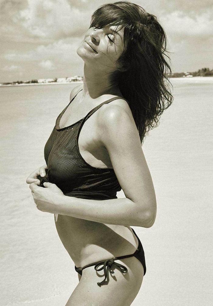 Хелена Кристенсен на пляже