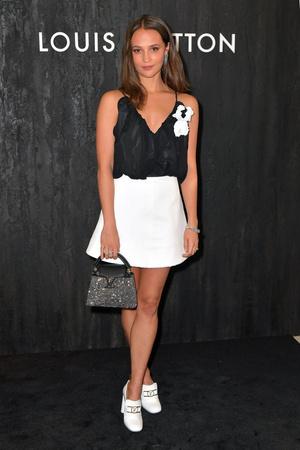 Алисия Викандер на вечеринке Louis Vuitton (фото 0.1)