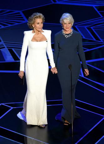 Две легенды: Джейн Фонда и Хелен Миррен на сцене премии «Оскар-2018» (фото 5)