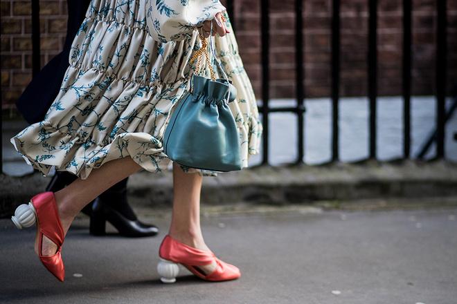 На подъеме: каблуки неожиданных форм и контрастных оттенков (фото 2)