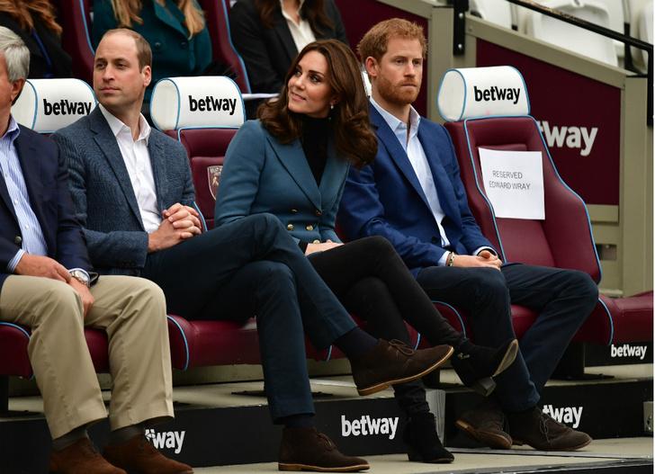 Беременная Кейт Миддлтон с принцами Гарри и Уильямом посетили спортивное мероприятие фото [1]