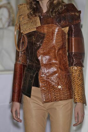 Показ Maison Martin Margiela коллекции сезона Осень-зима 2010-2011 года Haute couture - www.elle.ru - Подиум - фото 167154