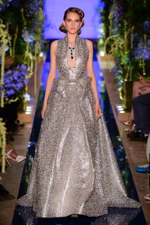 Показ Guo Pei  коллекции сезона Осень-зима 2017-2018 года Haute couture - www.elle.ru - Подиум - фото 623932
