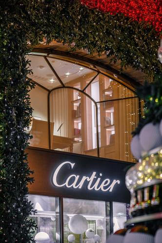 Рождественское оформление бутика Cartier на Петровке (фото 5.1)