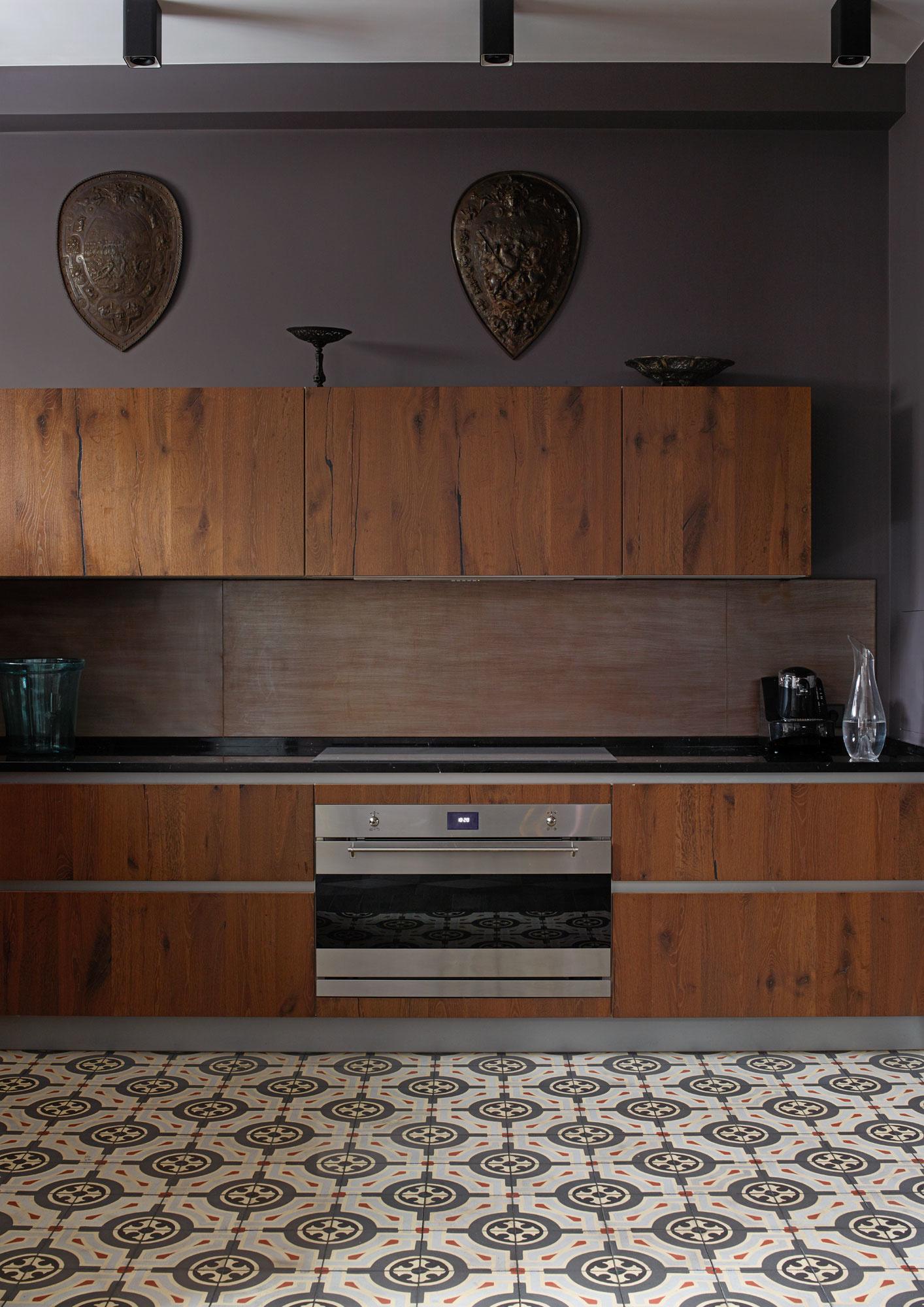Кухня с деревянными фасадами: 30 проектов (галерея 1, фото 2)