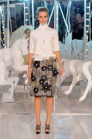 Показ Louis Vuitton коллекции сезона Весна-лето 2012 года Prêt-à-porter - www.elle.ru - Подиум - фото 313733