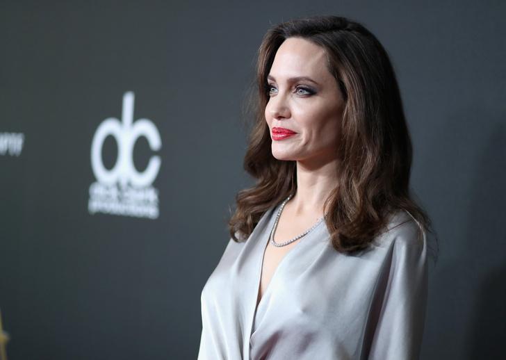 Дива дивная: Анджелина Джоли затмила всех на церемонии Hollywood Film Awards фото [7]