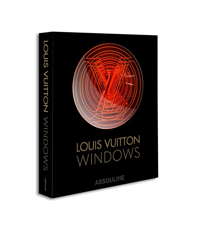 Louis Vuitton выпустил фотоальбом с самыми красивыми витринами бренда