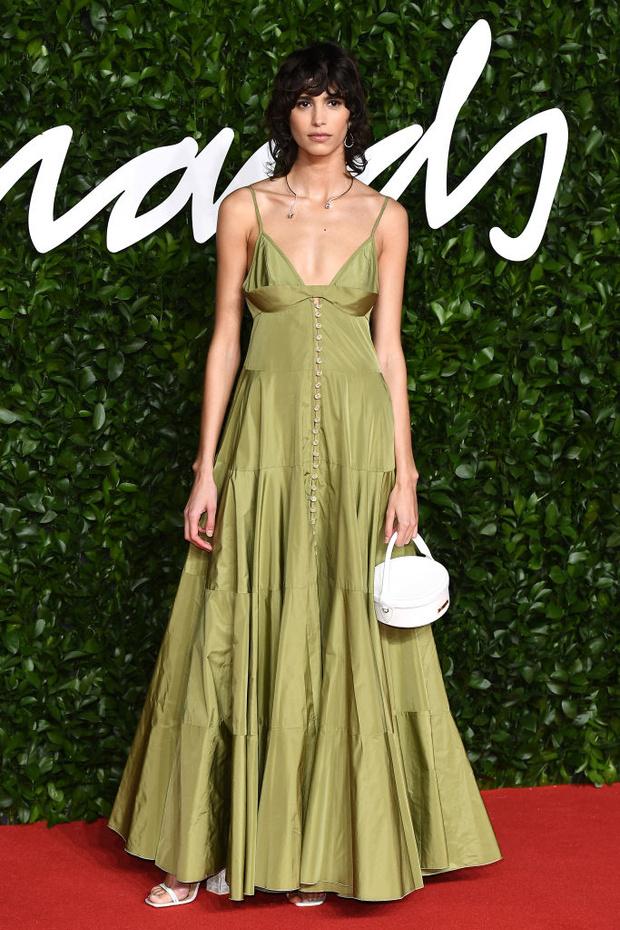 Блеск пайеток и прозрачные ткани: самые красивые платья церемонии Fashion Awards 2019 (фото 30)