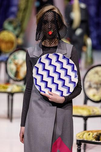 Посуда Гжельского фарфорового завода на Moscow Fashion Week (фото 2.2)
