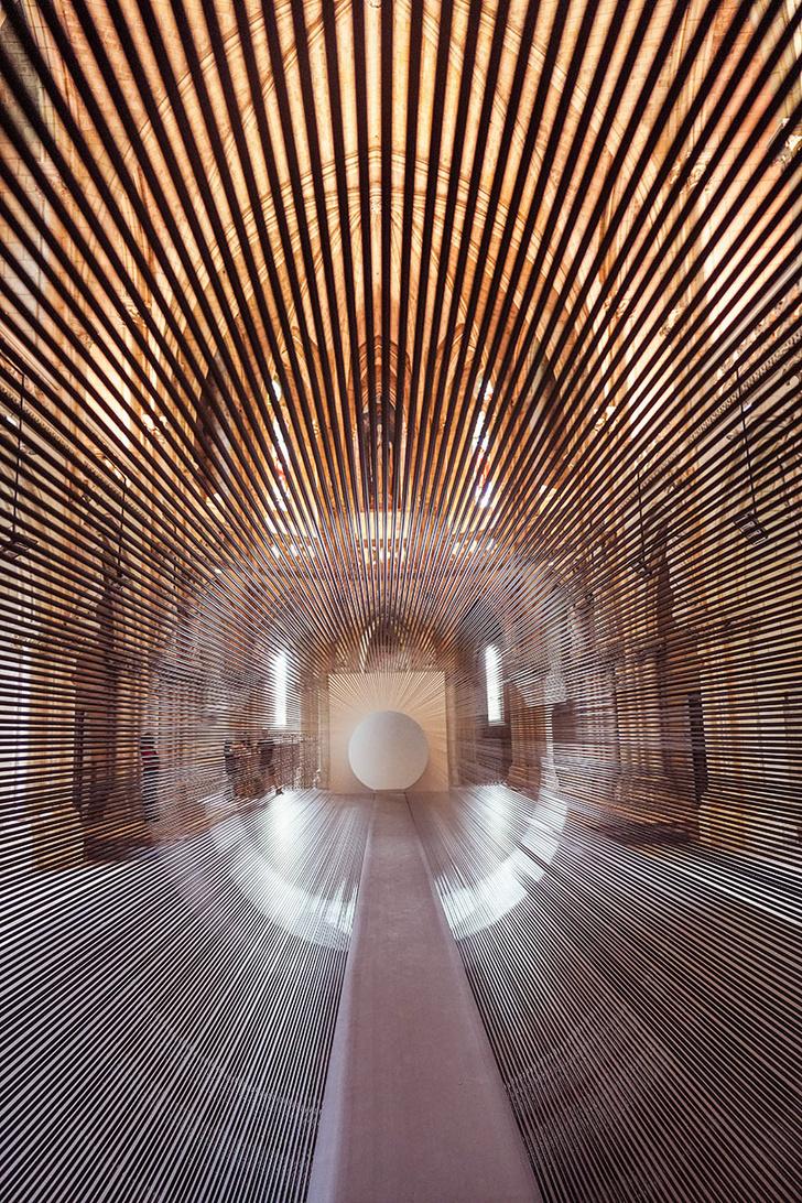 Туннель из магнитной пленки в церкви Бордо (фото 2)