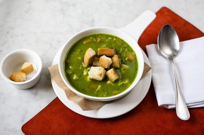 Куриный суп, тыква, песто из рукколы