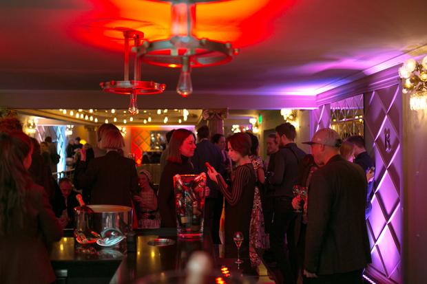 В отеле «Метрополь» открылся pop-up бар R Champagne Bar by Savva (фото 1)
