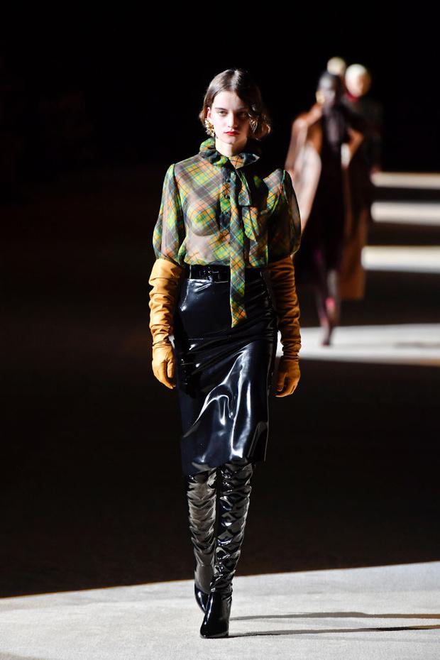 Знай наших: 11 выходов модели Алины Болотиной на Неделе моды в Париже (фото 1)